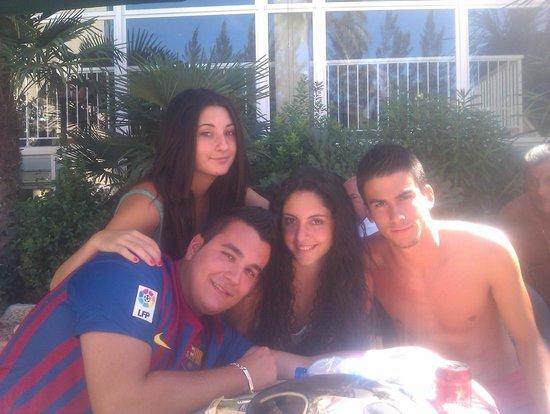 Eurosalou Hotel : Estos cuatro estan veraneando en el hotel desde que eran unos crios y fijate como estan ya jajaj