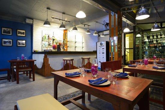 Molina Italian Wine & Cuisine: Indoor