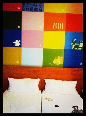 B&B Hotel Nuernberg-City : Le allegre pareti delle stanze!