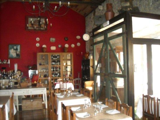 Restaurante Em Banho Maria: ZONA DE VINHOS E DEGUSTAÇÃO, SALA DE REFEIÇÕES
