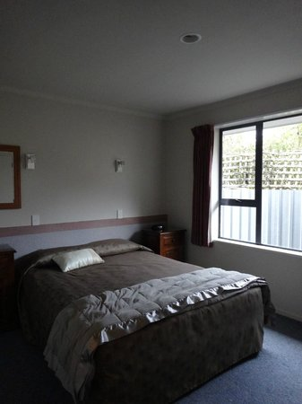 The Terrace Motel: room