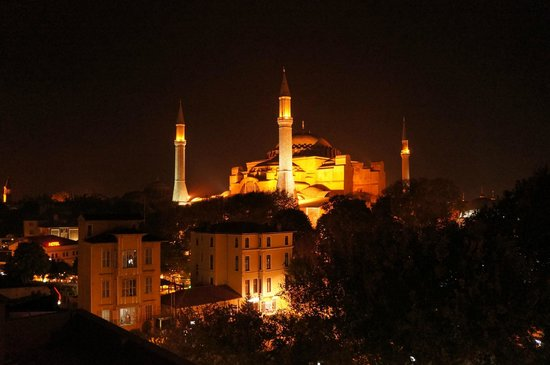 Ares Hotel Istanbul : Night view from the roof terrace