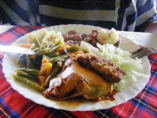 Le Bambou Gorilla Lodge: Huge buffet dinners, traditional Rwandese style