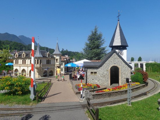 Swiss Vapeur Parc: Non solo treni: riproduzione in scala accurata di vari edifici storici della Svizzera.