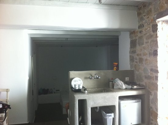Rizes Hotel: Kitchenette in the triple room
