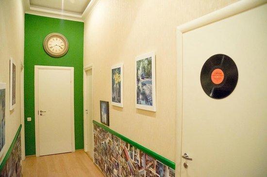 Chemodan Hostel: Коридор на 2-ом этаже