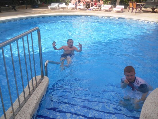 Picasso Apartments : LOVELY CLEAN POOL