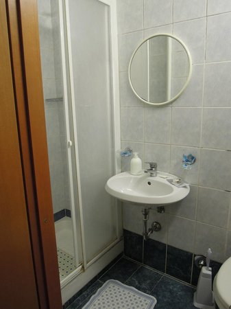 Margot Guest House : La salle de bains