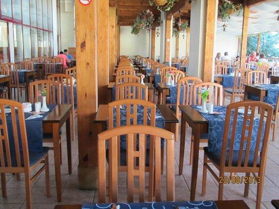 DIT Evrika Beach Club Hotel : Terrasse du restaurant principal