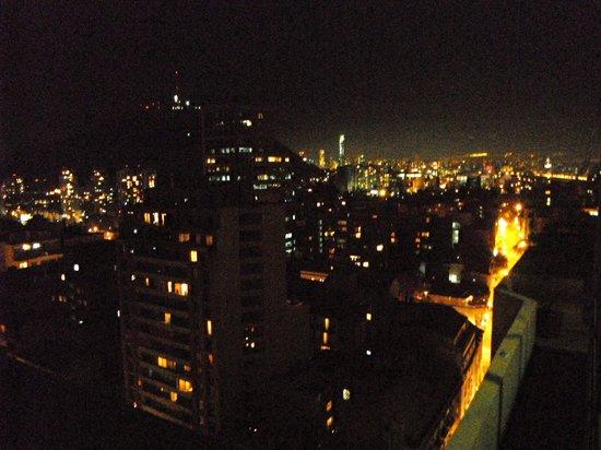 Museo De Artes Apartments : Vista noturna da sala