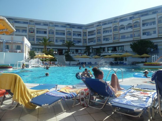 Mitsis Serita Beach Hotel : piscine
