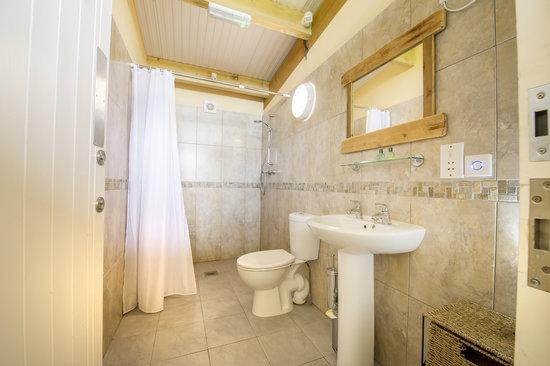 Quarry Pods at Dunsdon Farm: Private Bathroom