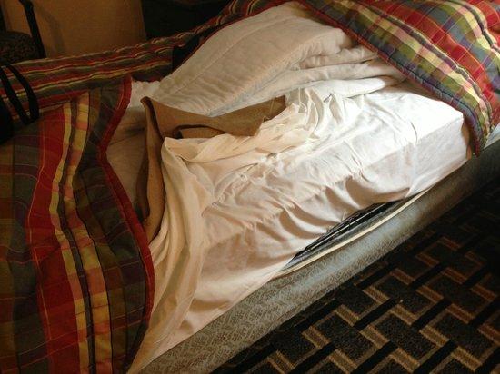 Travelodge South Burlington : Old decrepit bed