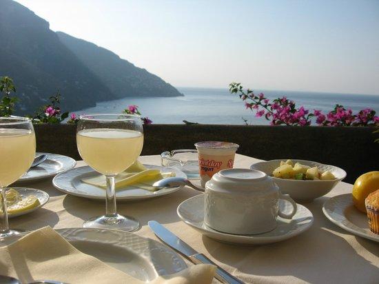 Hotel Conca d'Oro Positano: завтрак в отеле и прекрасный вид на море и Позитано