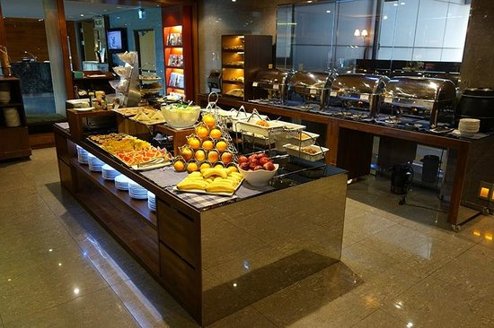Breakfast buffet picture of home hotel taipei tripadvisor for Sideboard jam