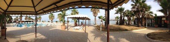 Dioscuri Bay Palace Hotel: Dettaglio di: piscine e sala ristorante con veduta mare!