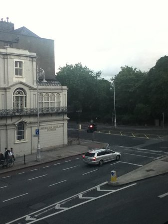 O'Callaghan Mont Clare Hotel: Our view of Merrion Square across from  The American College