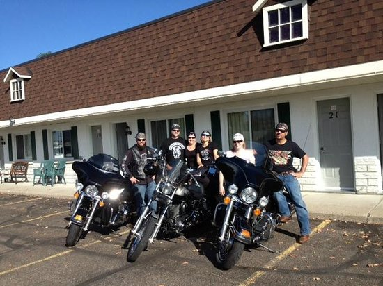 Country Squire Motel: Motor bikers and family