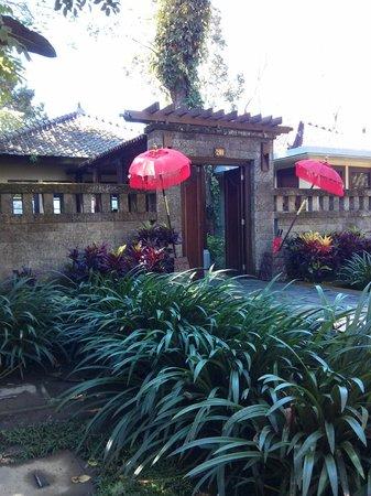 Puri Candikuning Retreat: Entrance to the one bedroom villa