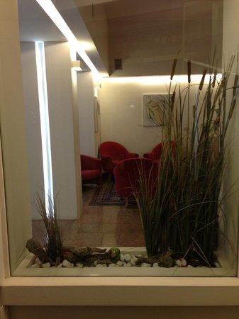 Hotel Italia: холл