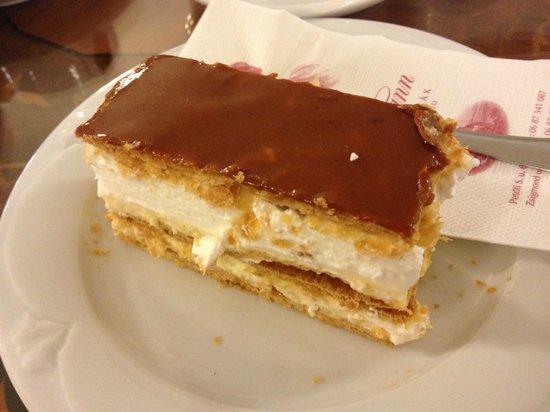 Balatonfured, Ungarn: по мнению Венгров - это самое вкусное в этой кондитерской. действительно очень вкусно