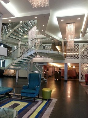 DoubleTree by Hilton Cape Town - Upper Eastside: Reception