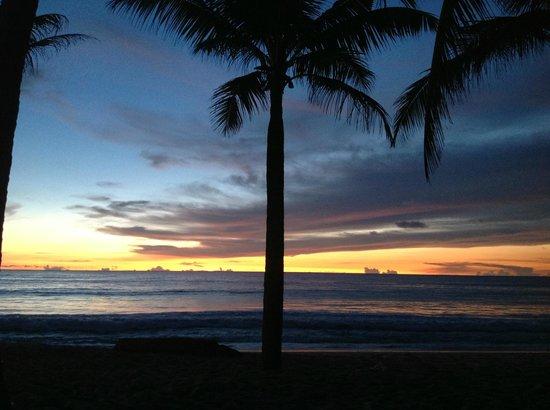 Clear House Guest House: Sunset at Kamala Beach