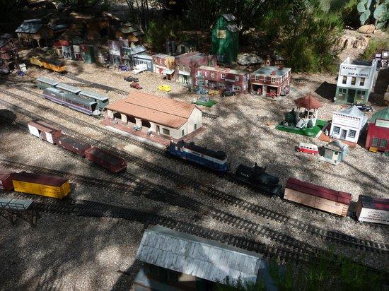 Tucson Botanical Gardens: Don't miss the train!