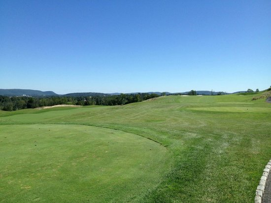 Monroe, NY: The fourth tee at Mansion Ridge