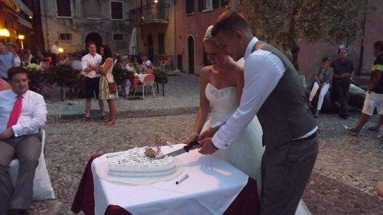 Ristorante La Pace: Cutting the cake