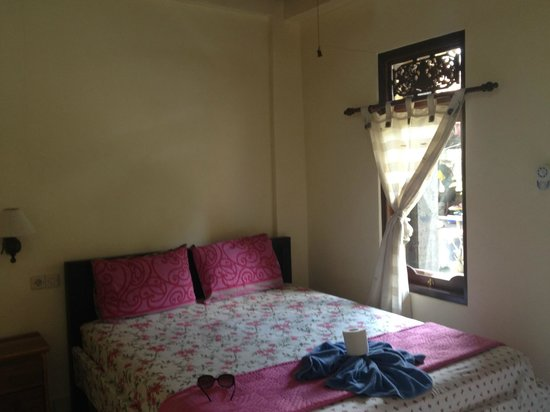 Jangkrik Homestay: Nice room, but hot....