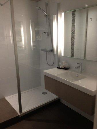 Best Western Plus Hotel Metz Technopole: Salle d'eau