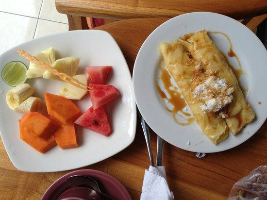 Jangkrik Homestay: Balinese egg roll!!! YUM!!