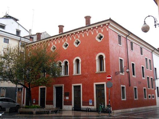 Biblioteca Civica R. Bortoli