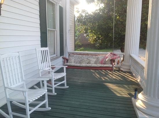 Rainbow Manor : Relaxing Porch with Swing