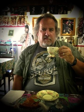 Elvis Rocks The Canyon Cafe: Excellent tea out of china cups. Charming.