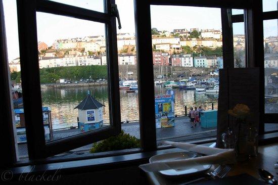 Beamers Restaurant: Blick über Hafen während des Essens