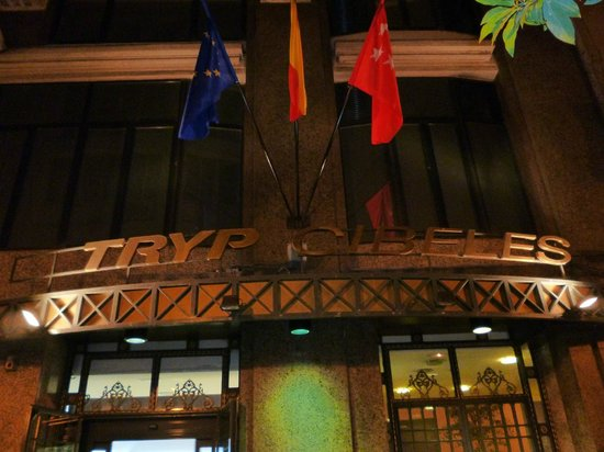 Tryp Madrid Cibeles Hotel: Entrance