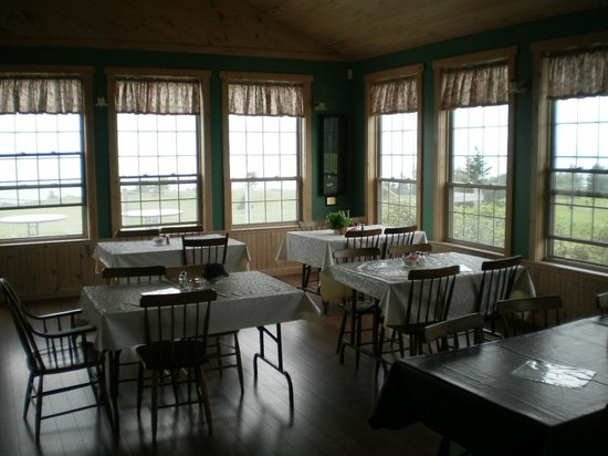 Parrsboro Golf Course: Clubhouse interior