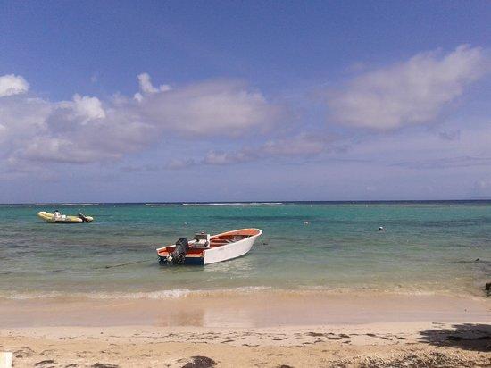 Hostellerie des Chateaux : a 100 m la spiaggia