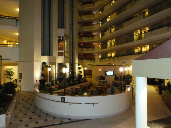 Embassy Suites by Hilton Secaucus - Meadowlands: lindo pátio interno
