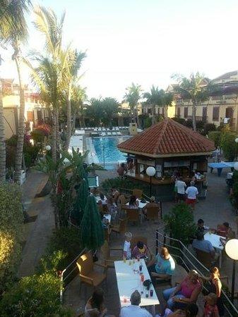 Maspalomas Oasis Club: bar and pool