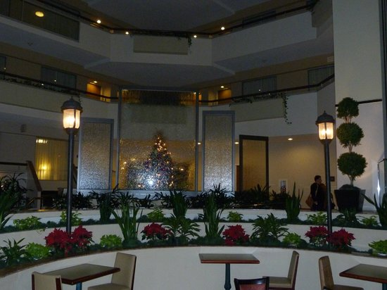 Embassy Suites by Hilton Secaucus - Meadowlands: área do café