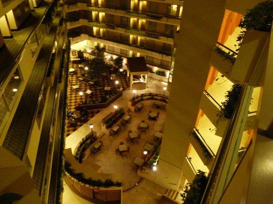 Embassy Suites by Hilton Secaucus - Meadowlands : vista de cima da àrea do café