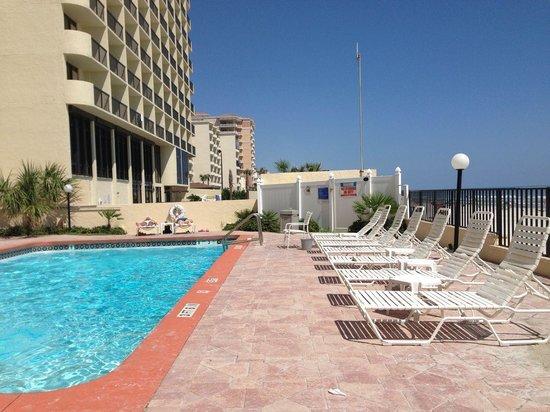 Beachside Motel: pool was nice, very warm