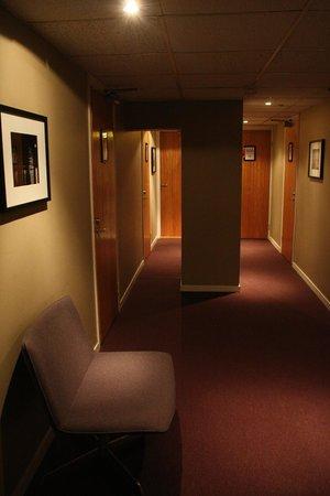 Hotel Aldoria: i corridoi del quarto piano dell'hotel
