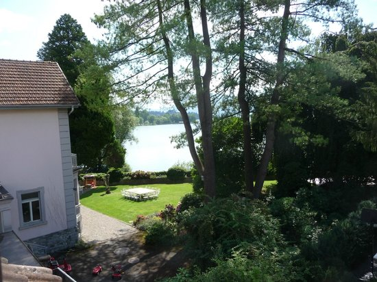 Pension Villa Maria: view to lake over next garden