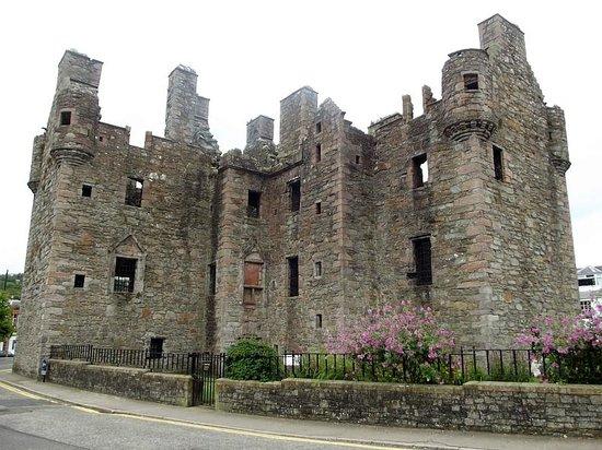 MacLellan's Castle: outside