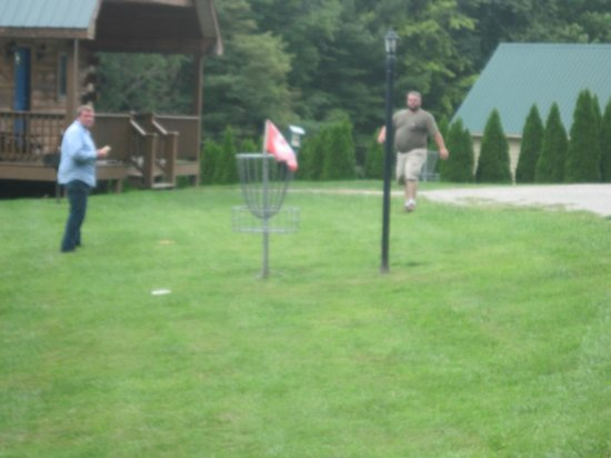 Cabins at Pine Haven: Disc Golf Fun