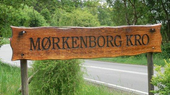 Morkenborg Kro & Motel: Skilt ved indkørsel